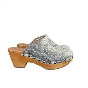 Corso Como Rafe Women's Round Toe Leather Gray Snakeskin Mules Clogs
